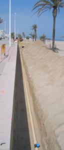 Zanja poco profunda en la playa de Gandía